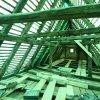 Dachstuhl unter grüner Plane