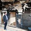 Bürgermeister Müller in der ausgebrannten Toillette