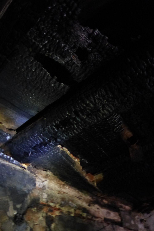 Durchgebrannte Holzbalkendecke (Küche)